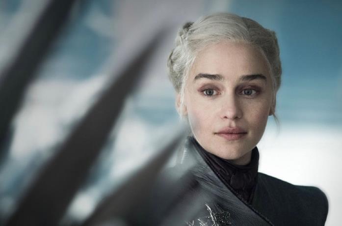Daenerys guarda il Trono di Spade