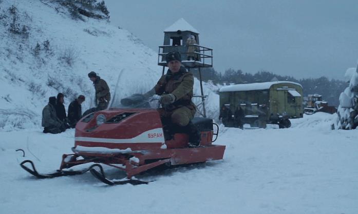 militare russo sulla motoslitta nel trailer di Stranger Things 4