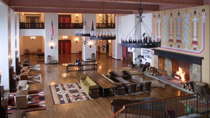 Il protagonista scrive nella Sala Colorado
