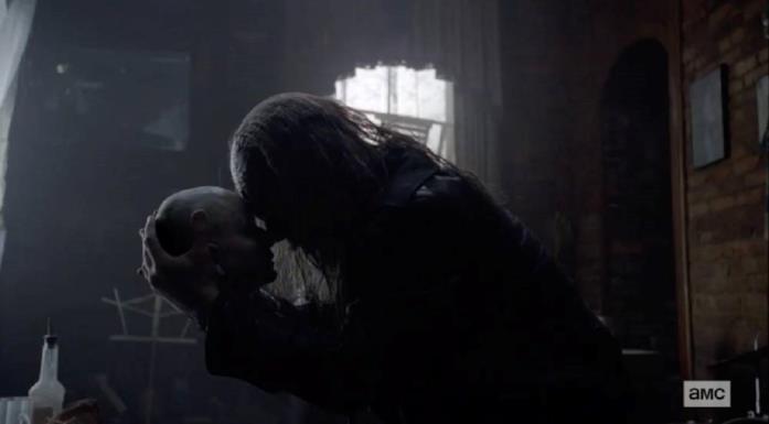 Beta disperato per la morte di Alpha in The Walking Dead