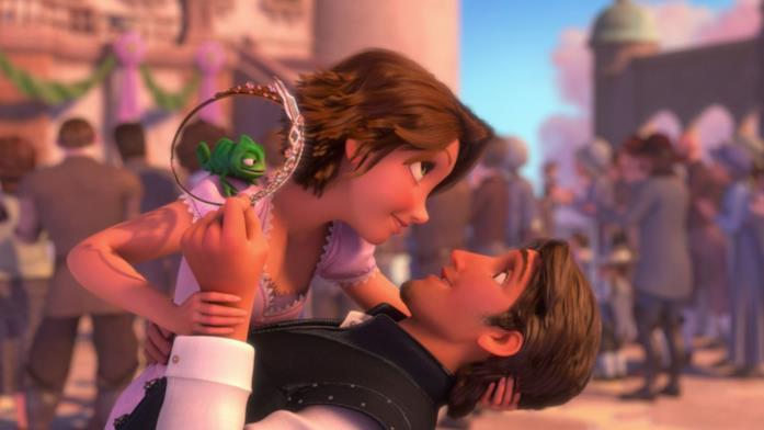 Rapunzel con i capelli corti e castani che balla con Eugene