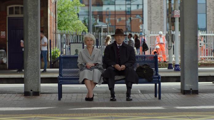 Helen Mirren e Ian McKellen su una panchina