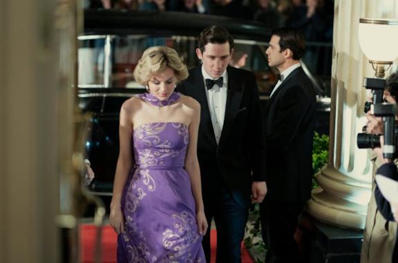 Olivia Colman e Josh O'Connor in The Crown 4
