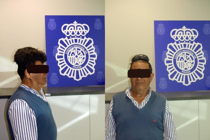 La foto segnaletica fatta dalla Policía Nacional dopo l'arresto