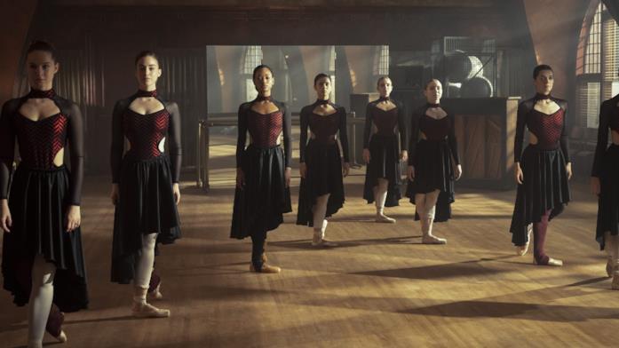 Le attrici nel ruolo delle ballerine della Archer School of Ballet