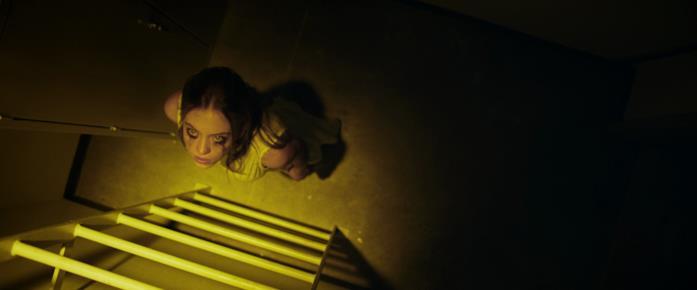 Juliet è guidata dalla luce dorata