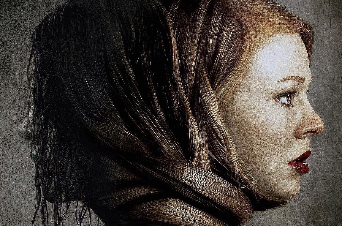 Sarah Snook nel ruolo di Jessie si rilassa in una vasca ignara di una presenza sovrannaturale vicina