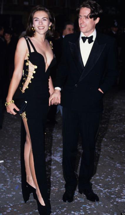 Elizabeth Hurley in Gianni Versace nel 1994