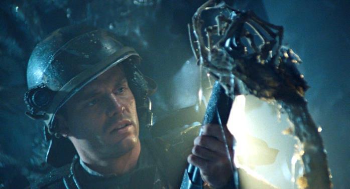 L'attore Michael Biehn vestito da Space Marines, nel film Aliens - Scontro finale