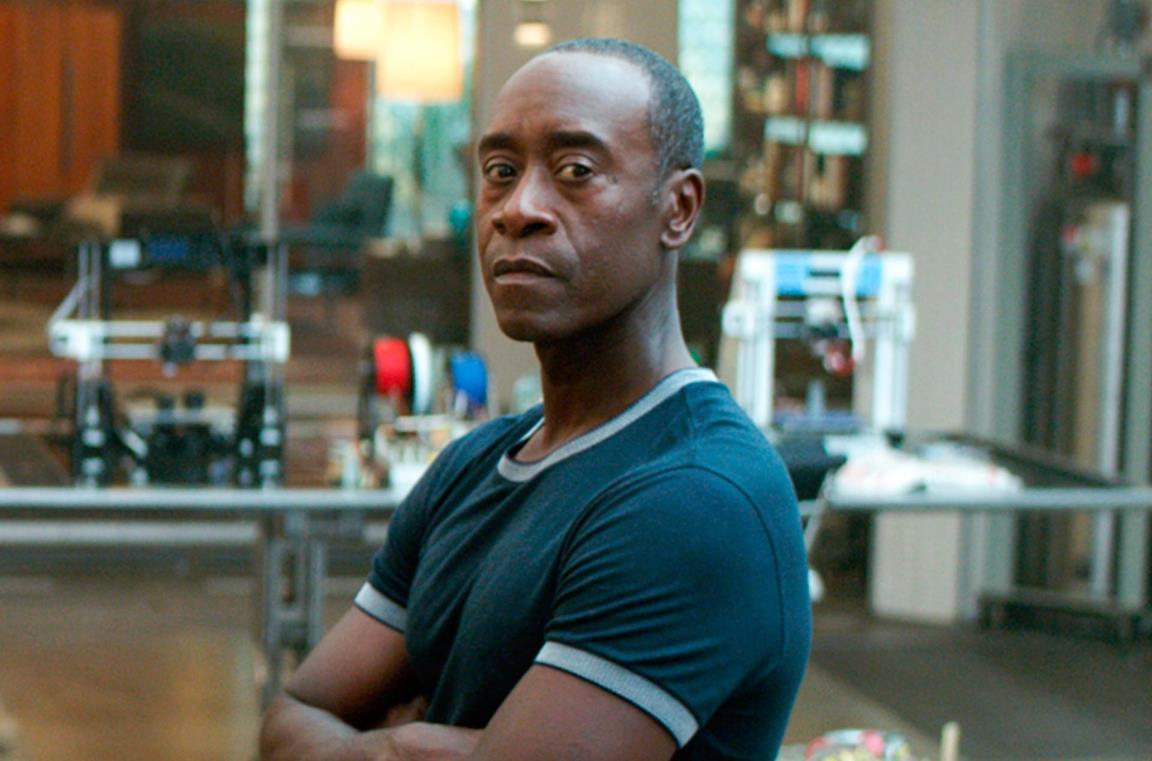 Don Cheadle in una scena di Infinity War