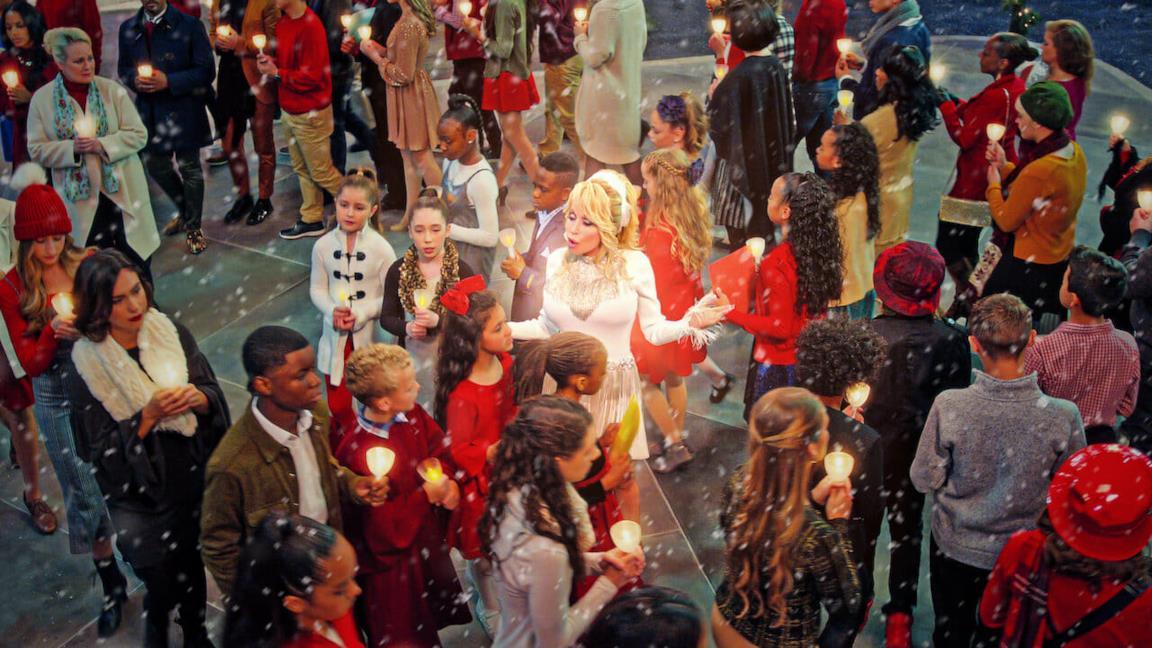 Natale in Città con Dolly Parton: trailer, trama e cast del nuovo musical natalizio