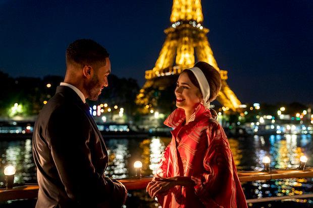 Alfie ed Emily condividono un momento in Emily in Paris 2