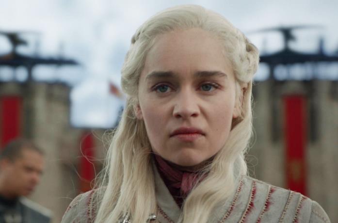 Emilia Clarke nei panni di Daenerys Targaryen in Game of Thornes 8x04