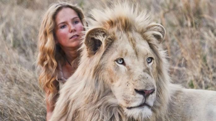La ragazza e il leone protagonisti di Mia e il leone bianco, ormai cresciuti