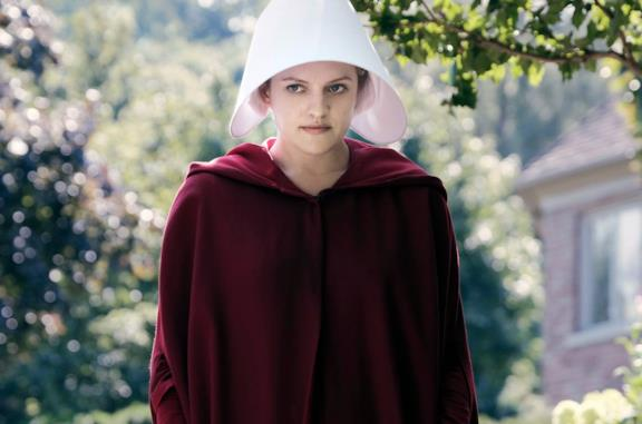 Primo piano di Elisabeth Moss in The Handmaid's Tale