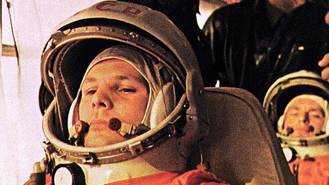 Yuri Gagarin si prepara al lancio con la Vostok 1