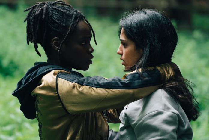 Tracy Gotoas e Sofia Lesaffre in una scena di Rapinatori: La serie