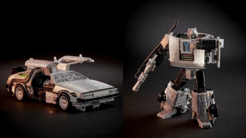 La DeLorean in versione auto e in versione robot