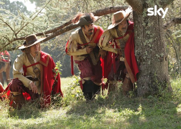 Valerio Mastandrea, Pierfrancesco Favino e Rocco Papaleo in una scena del film Tutti per 1 - 1 per tutti