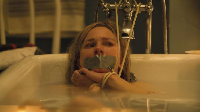 Mary immobilizzata in una vasca