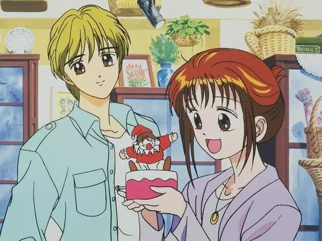 Yuri e Miki osservano un giocattolo