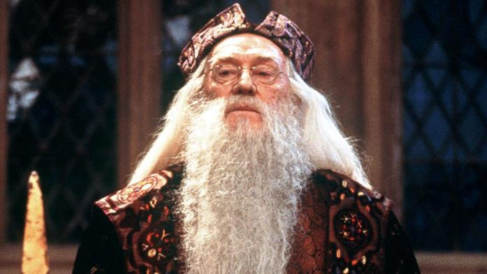 Silente parla nella Sala Grande di Hogwarts