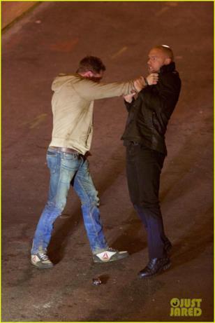 Tom Hardy ha la meglio su Scott Haze in una scena di Venom