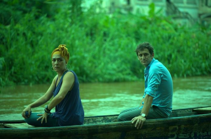 Candela Peña e Raúl Arévalo in una scena del film Black Beach