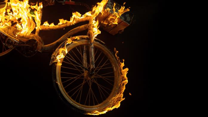 Una bicicletta che brucia