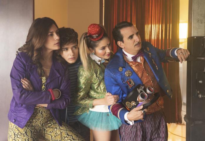 Il cast de I Ciarlatani, durante una scena della serie