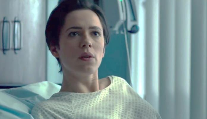 Robyn in ospedale in The Gift