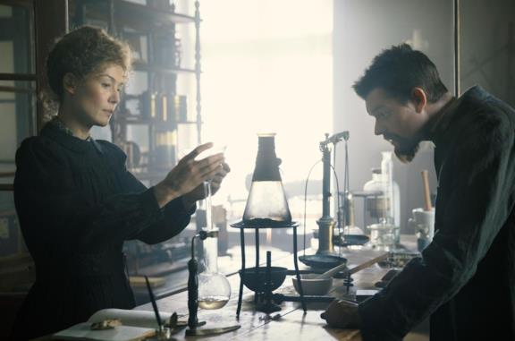 Radioactive, trailer e trama del film sulla vera storia di Marie Curie