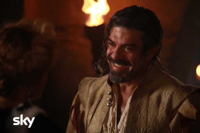 Pierfrancesco Favino alias D'Artagnan in Tutti per 1 e 1 per tutti
