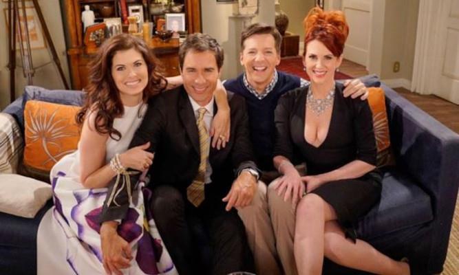 Grace, Will, Jack e Karen sul divano sorridenti