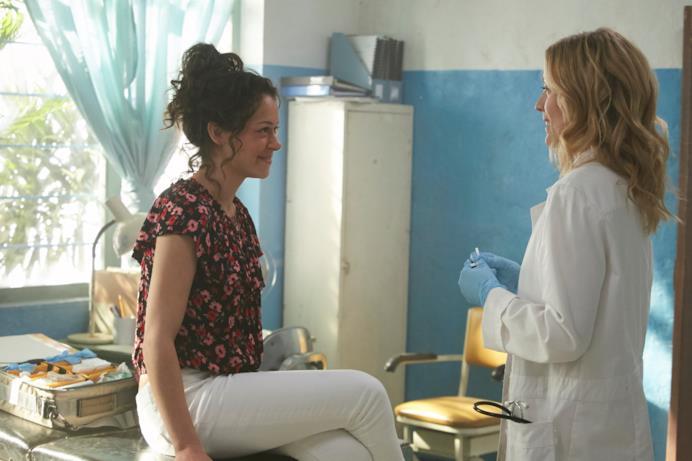 Tatiana Maslany interpreta Camila Torres