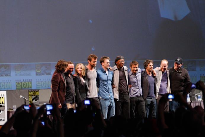 Il cast di The Avengers si abbraccia al Comic-Con