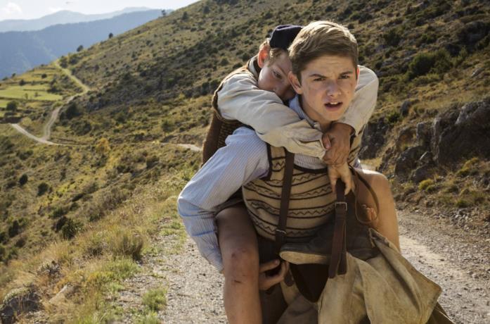 Dorian Le Clech e Batyste Fleurial in una scena del film Un sacchetto di biglie