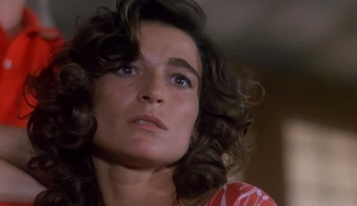 Lina Sastri in una scena di Mi manda Picone