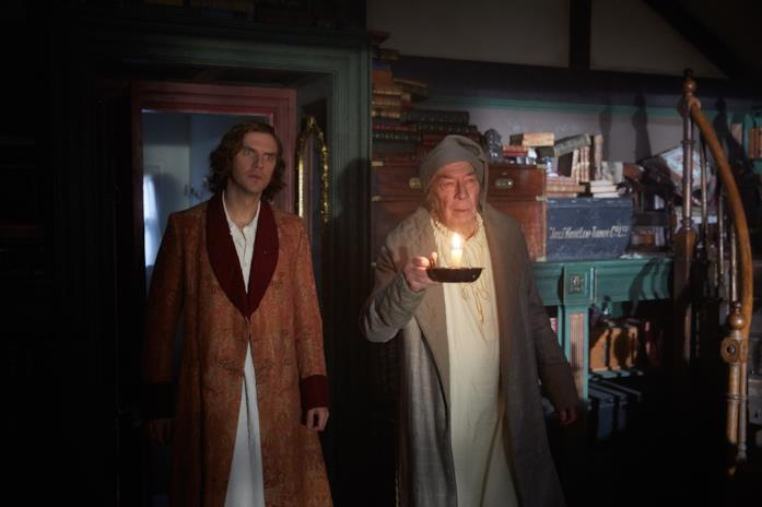Dan Stevens e Christopher Plummer in una scena del film
