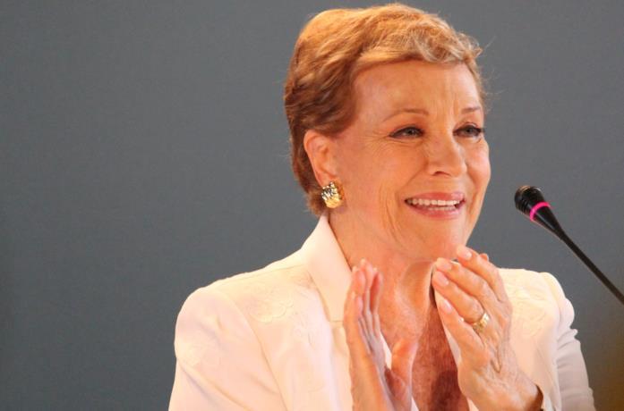 Julie Andrews sorridente a Venezia 76