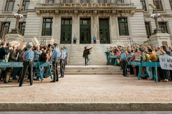 Il processo ai Chicago 7 arriva il 16 ottobre: il full trailer del film Netflix