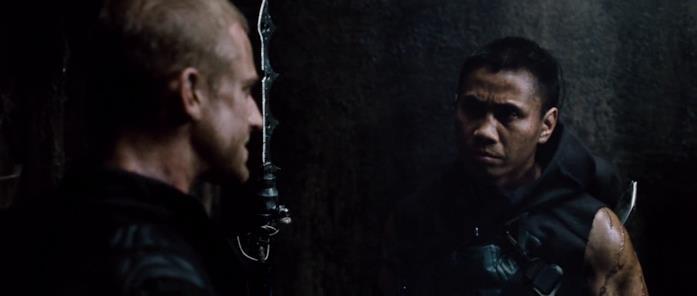 Ben Foster e Cung Le in una scena del film Pandorum - L'universo parallelo