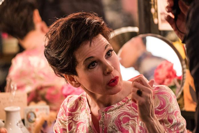 Un primo piano di Renée Zellweger nei panni di Judy Garland nel film Judy
