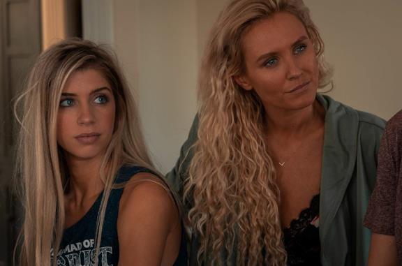 Alexandria DeBerry e Nicky Whelan in una scena del film Due donne e un segreto