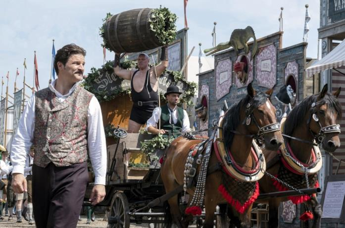 Mišel Matičević in una scena della serie Oktoberfest: birra e sangue