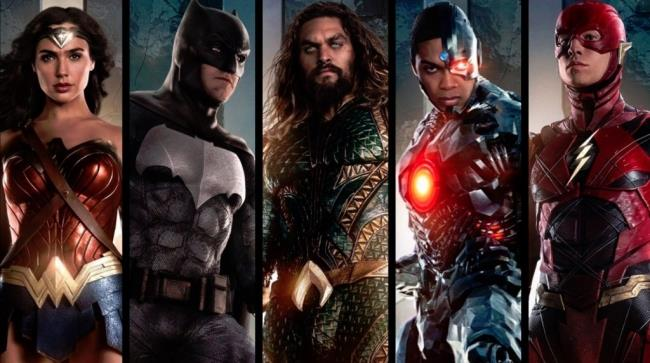 Batman, Wonder Woman, Aquaman, Flash e Cyborg dal film Justice League