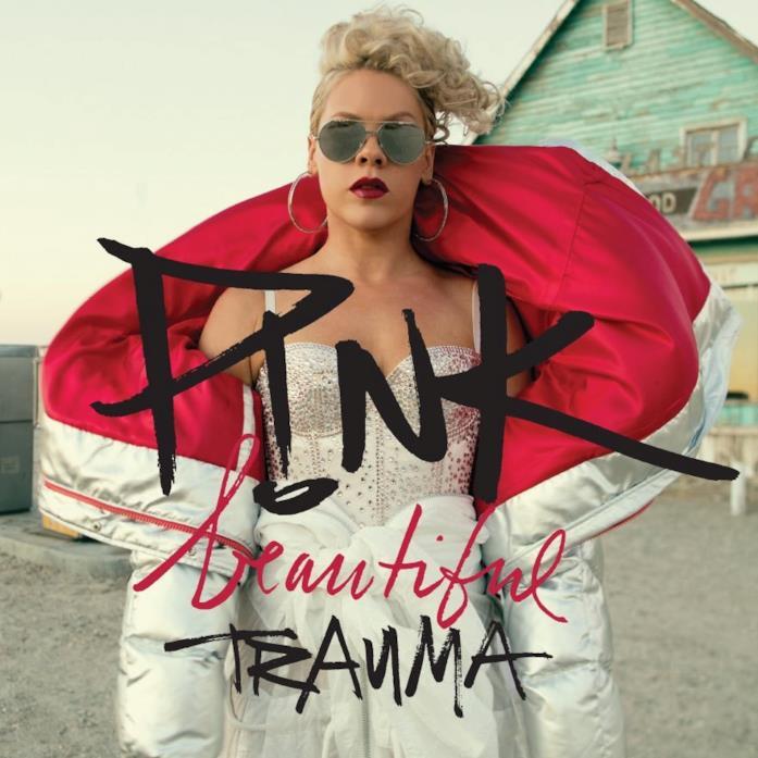 """La cantante Pink in copertina in """"Beautiful Trauma"""", il suo settimo album studio"""