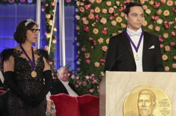 Mayim Bialik e Jim Parsons nell'episodio finale di The Big Bang Theory