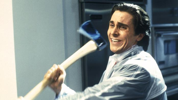 American Psycho, una scena del film con Christian Bale