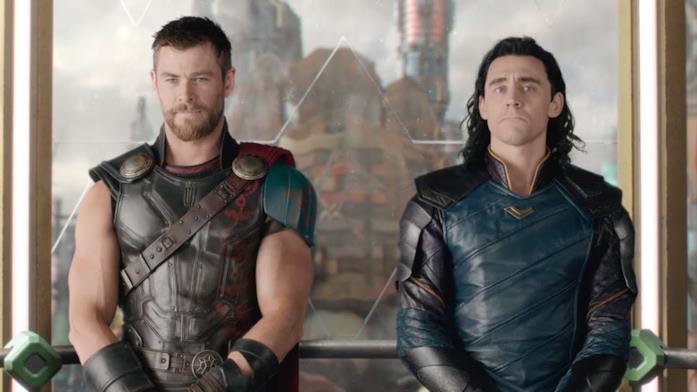 Thor e Loki in una scena di Thor: Ragnarok